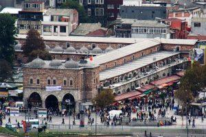 نمایی-زیبا-از-بازار-ادویه-استانبول