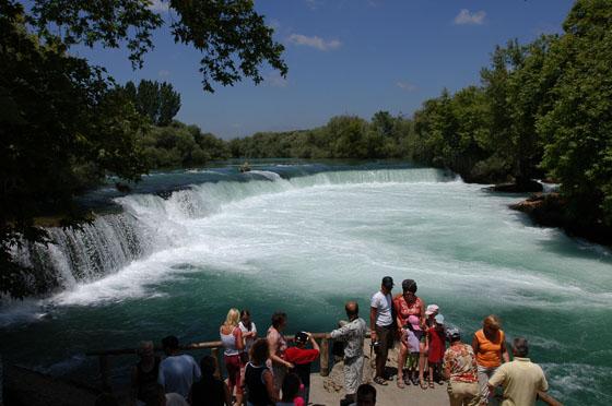 نمایی-از-آبشارهای-ماناوگات