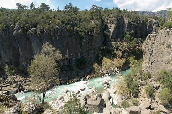 رافتینگ-در-دره-عمیق-پلدار