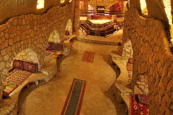 رفتن به شهر زیرزمینی کاریز در تور کیش مهر 1400