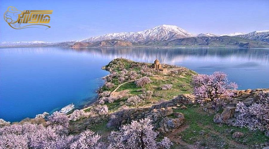 بازدید از دریاچه در تور وان