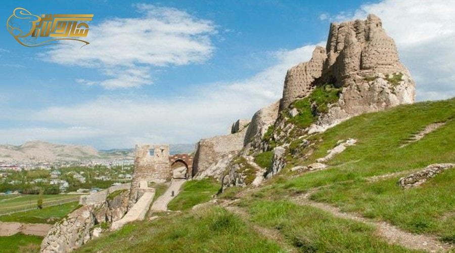 بازدید از قلعه تاریخی در تور وان