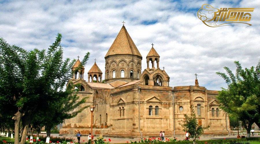 بازدید از شهر مذهبی اجمیازین در تور ارمنستان