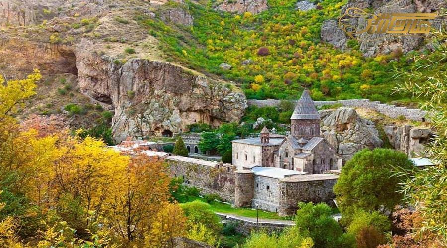 بازدید از صومعه گغارد در تور ارمنستان