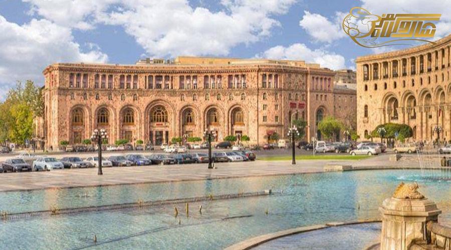 بازدید از میدان جمهوری در تور ارمنستان