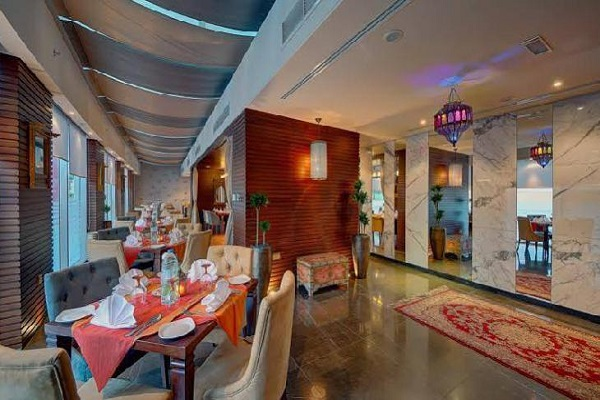 رستوران هتل کاپتورن دبی